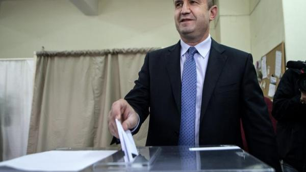 A military without political experience wins the first round of presidential elections in Bulgaria