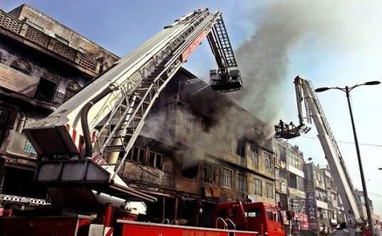 fire in karachi hotel