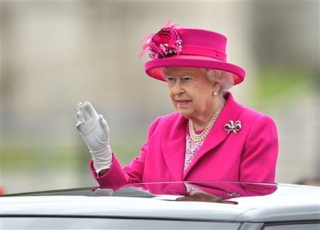 Queen Elizabeth II does not attend New Year's Day church for cold