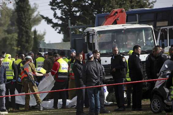 Four people dead and 13 wounded in an attack against Israeli soldiers