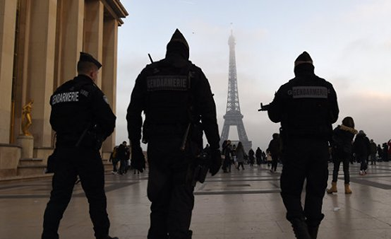 French Police detain 4 people suspected of planning a suicide attack in Paris