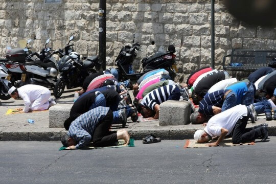praying in the surrounding streets