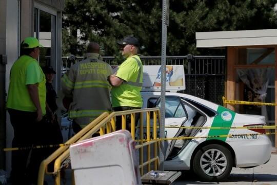 taxi hit pedestrians