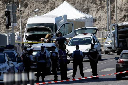 Marseille: A van hit two bus stops and kills a woman